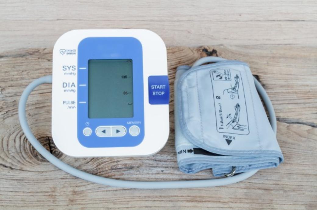 朝ウォーキングの前に使う血圧測定器