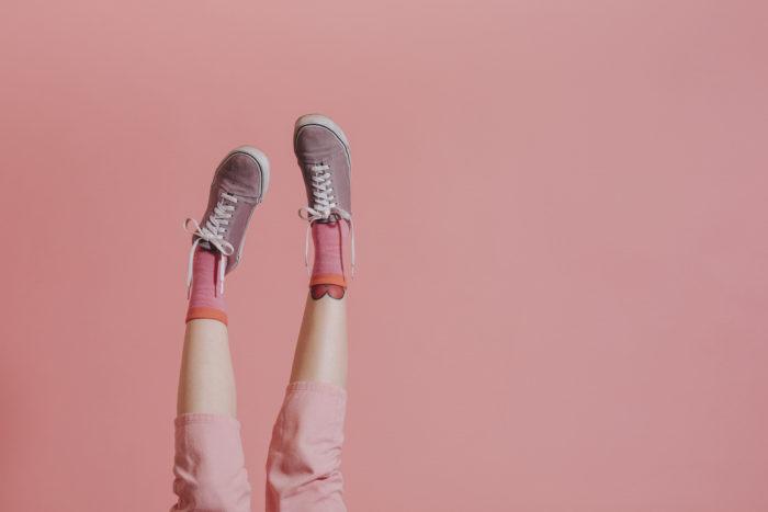 靴を履いている女性の足