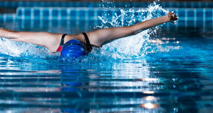 水泳ダイエットに取り入れたい泳法