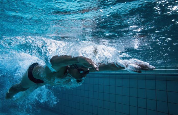 インターバルを短くする無酸素運動としての水泳