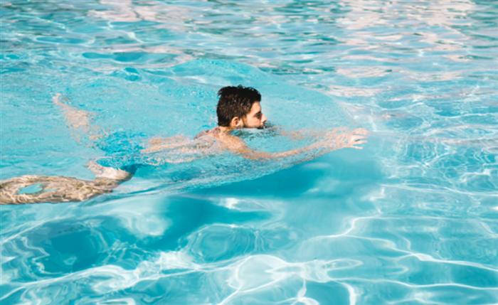 股関節の内転筋群を使う平泳ぎ